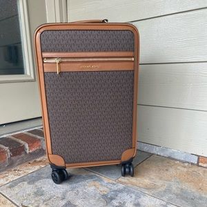 ✈️🧳NWT authentic MK travel trolley in brown